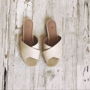 H&M CREAM SANDALS SIZE 7